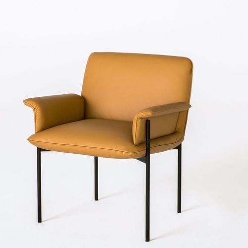 chaise visiteur contemporaine / avec accoudoirs / tapissée / en cuir