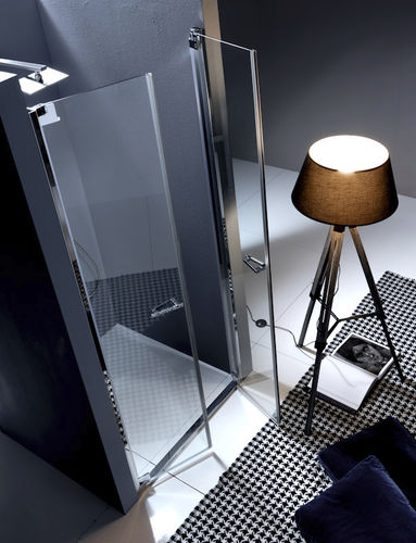 paroi de douche battante / en niche / en verre