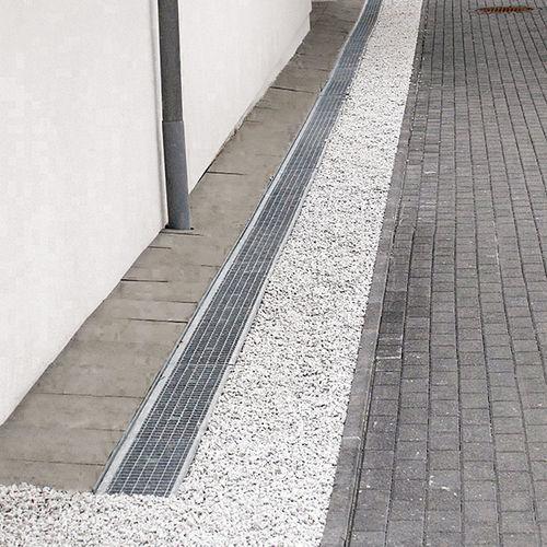 caniveau de façade / en acier / avec grille