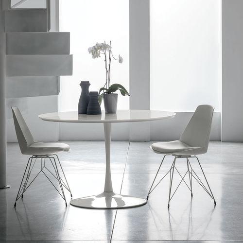 table à manger contemporaine / en MDF laqué / en verre trempé / en métal peint