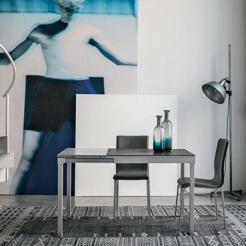 table à manger contemporaine / en verre trempé / en métal peint / en stratifié