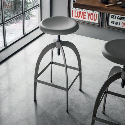 tabouret de bar contemporain / en métal peint / avec repose-pieds / réglable