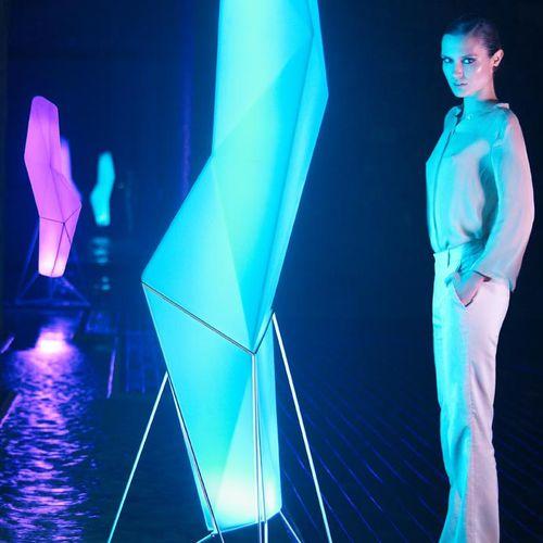 lampe sur pied / design original / en polyéthylène / de jardin