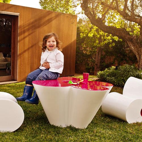 Table design original / en polyéthylène / de jardin / pour enfant AGATHA by Agatha Ruiz de la Prada VONDOM