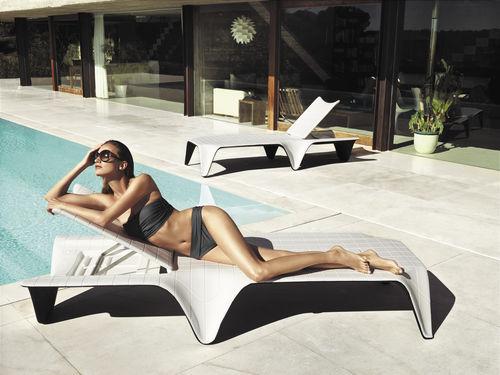 Bain de soleil design original / en polyéthylène / de jardin / dossier ajustable F3 by Fabio Novembre VONDOM