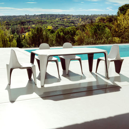 table à manger contemporaine / en polyéthylène / rectangulaire / de jardin