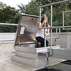 trappe d'accès de toit / carrée / avec échelle / en aluminium