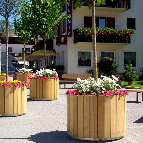 Jardinière en bois / ronde / classique / pour espace public CASCARA Euroform K. Winkler GmbH