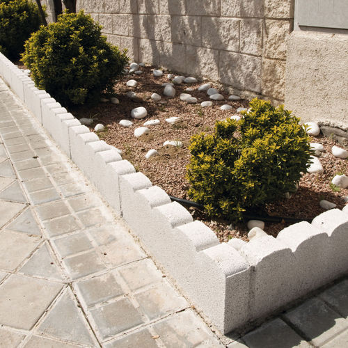 bordure de jardin / en béton / cintrée