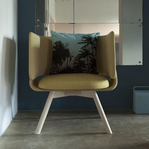Fauteuil contemporain / en tissu / en cuir / en hêtre DADA 781 by De Bona De Meo TEKHNE S.r.l.