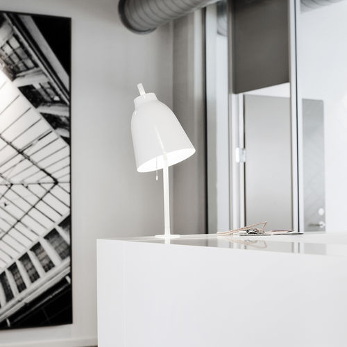Lampe de table / contemporaine / en aluminium / en acier CARAVAGGIO by Cecilie Manz Lightyears