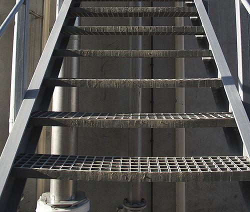 marche en matériau composite / haute résistance