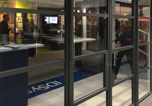 porte d'entrée / battante / en verre / en aluminium