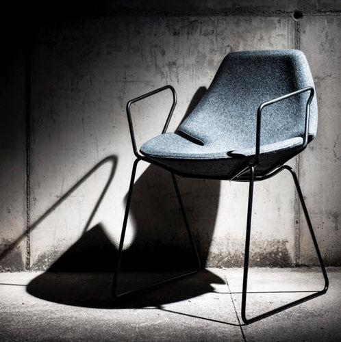 chaise visiteur contemporaine / à roulettes / piètement étoile / en tissu