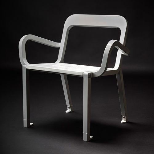 Chaise contemporaine / avec accoudoirs / en bois / en acier 21S by Marc Aurel Tolerie Forezienne