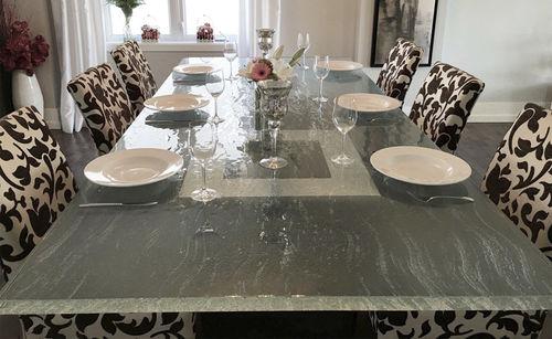 table à manger contemporaine / en verre / rectangulaire / d'extérieur
