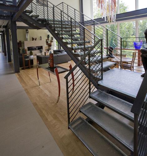 escalier en colimaçon carré / structure en métal / marche en verre / sans contremarche