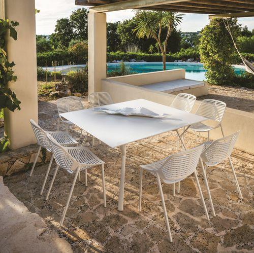 table contemporaine / en aluminium / carrée / d'extérieur