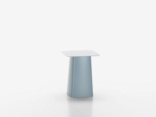 Table d'appoint contemporaine / en métal / carrée vitra