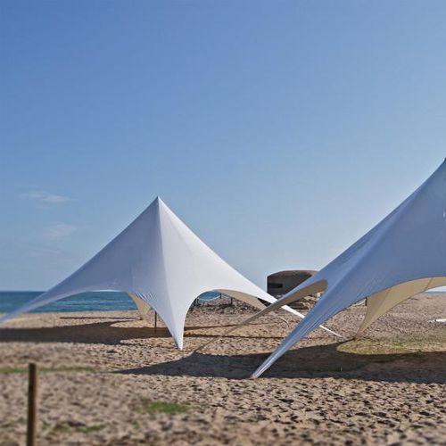 structure tendue en voile / pour abri / avec membrane en polyester / pour le secteur événementiel