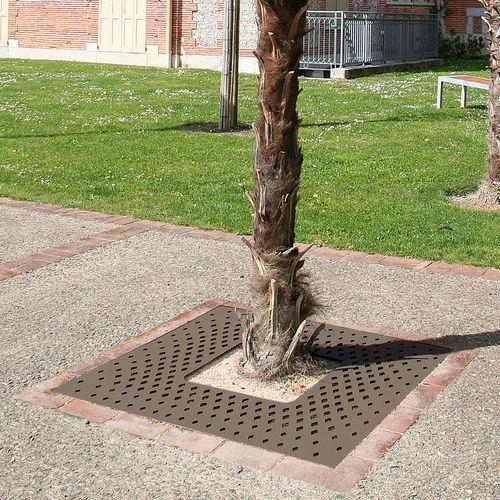 grille d'arbre en acier / carrée