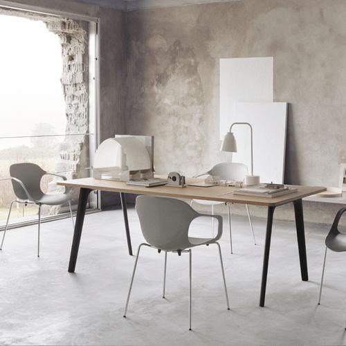 table contemporaine / en chêne / en acier chromé / rectangulaire