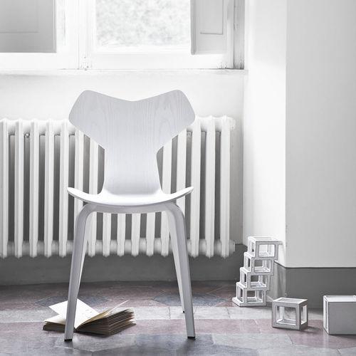 chaise design scandinave / empilable / en chêne / en noyer