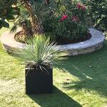 tabouret contemporain / en caoutchouc / avec jardinière / d'extérieur