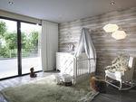 chambre d'enfant blanche / de bébé