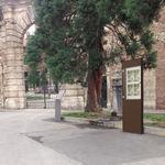 totem signalétique autoportant / pour espace public