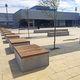 banc public / contemporain / en bois / en béton