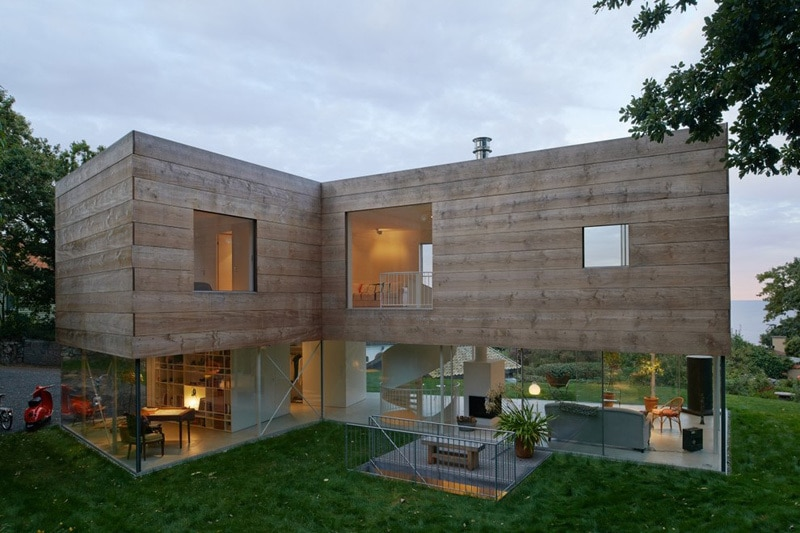 Cette Maison En Sude A Un RezDeChausse Transparent Et Un Toit