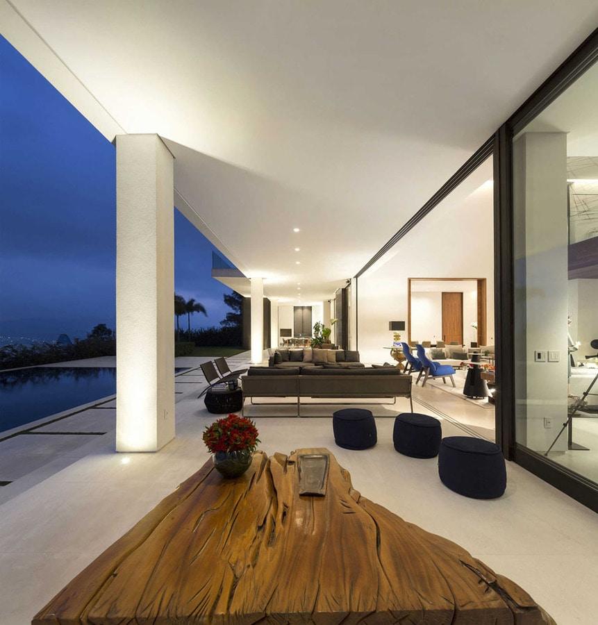 Une Maison Brésilienne À Plan Ouvert Avec Des Vues Splendides