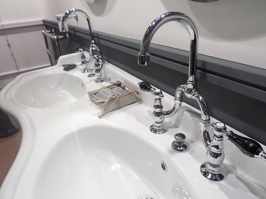 Elégance et Qualité dans la robinetterie rétro BLEU PROVENCE