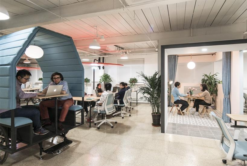 Espace de travail de conception de bureau de larchitecture des