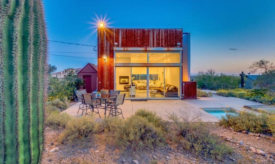 La Maison Moderne Minuscule De Cube Revendique Des Vues Spectaculaires De  Désert