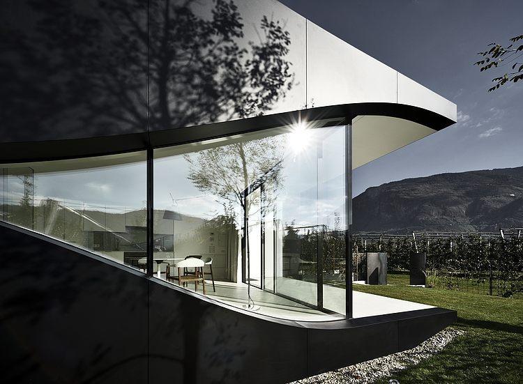 La Maison Du Miroir maisons de miroir par architecture de peter pichler - province of