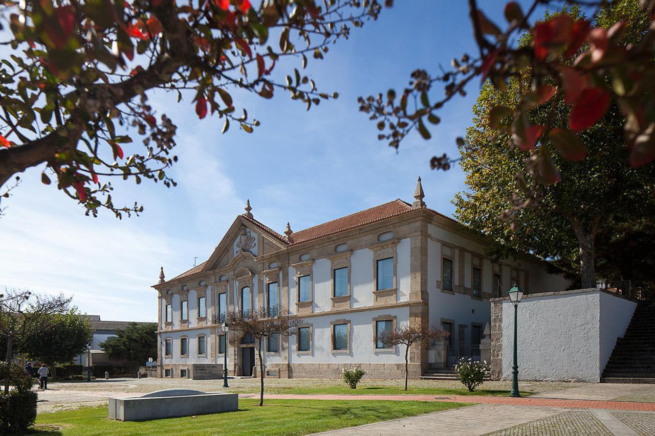 Le musée baroque rénové au portugal comporte un bureau de billet
