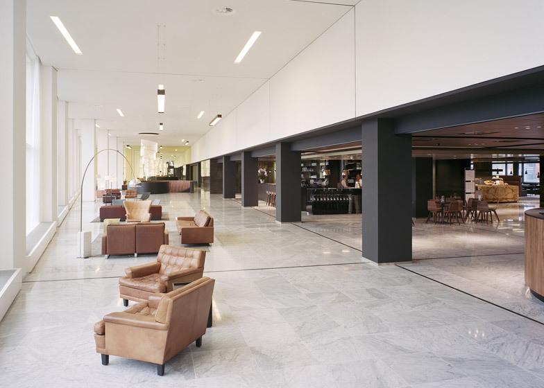 Powerhouse company transforme le foyer de bureau en bois de marbre