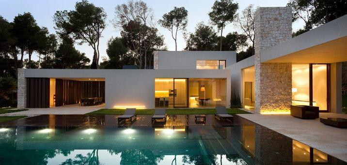 Elegant Ramon Esteve Conçoit Une Chambre Entourée Par Une Forêt De Pin