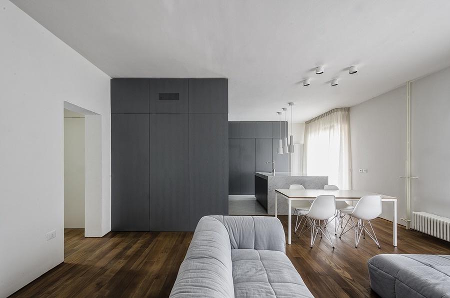 La Rénovation De L'appartement Italien Apporte Un Espace Ouvert À La Maison Des Années 1960