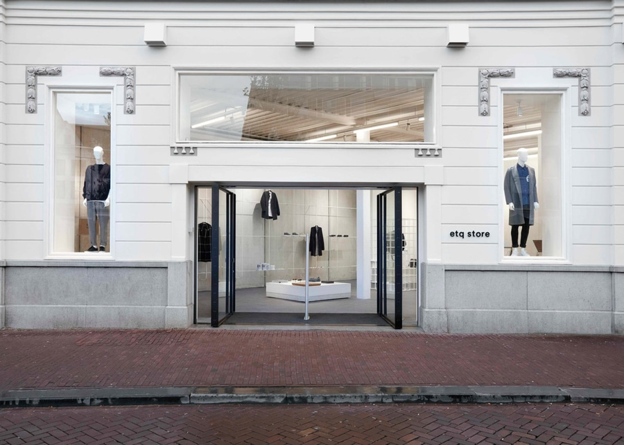 http://img.archiexpo.fr/images_ae/projects/images-g/studio-jos-van-dijk-cree-interieur-concret-minimal-magasin-etq-amsterdam-11038-9449958.jpg