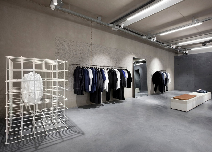 http://img.archiexpo.fr/images_ae/projects/images-g/studio-jos-van-dijk-cree-interieur-concret-minimal-magasin-etq-amsterdam-11038-9449965.jpg