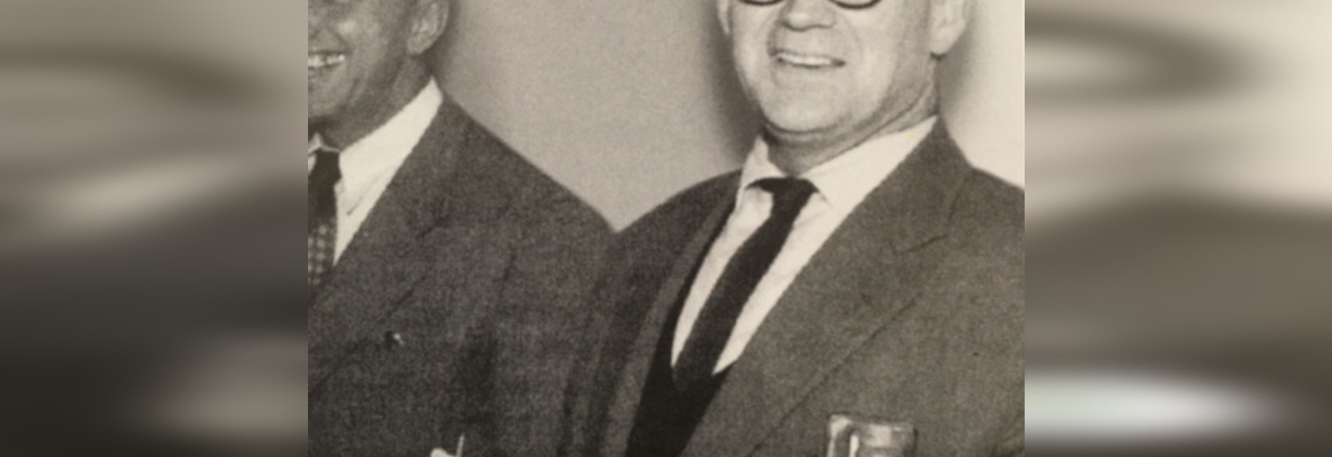 L'architecte et élève du Bauhaus Herbert Hirche (1910-2002) a marqué non seulement l'évolution des produits de Wilkhahn dans les années cinquante et soixante, mais aussi le campus Wilkhahn avec le ...