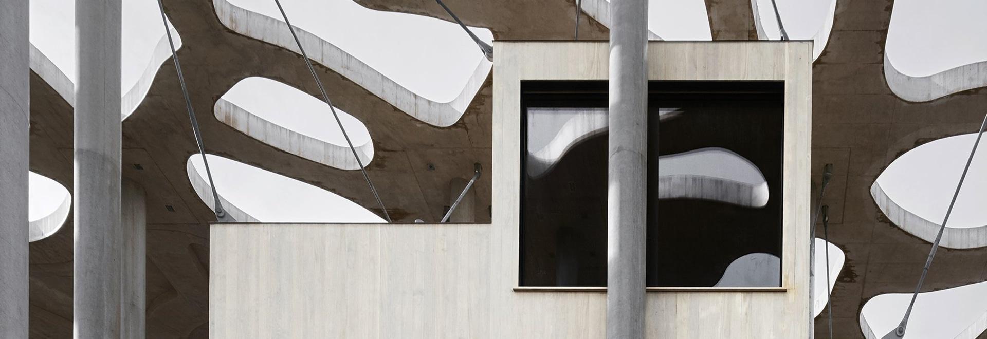 """les architectes d'eggertsson de rintala suspend les cabines de flottement d'auteurs à la louange des ombres"""""""