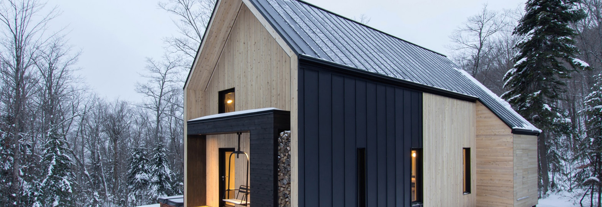 l 39 architecture de cargaison accomplit la maison scandinave inspir e de vacances au qu bec. Black Bedroom Furniture Sets. Home Design Ideas