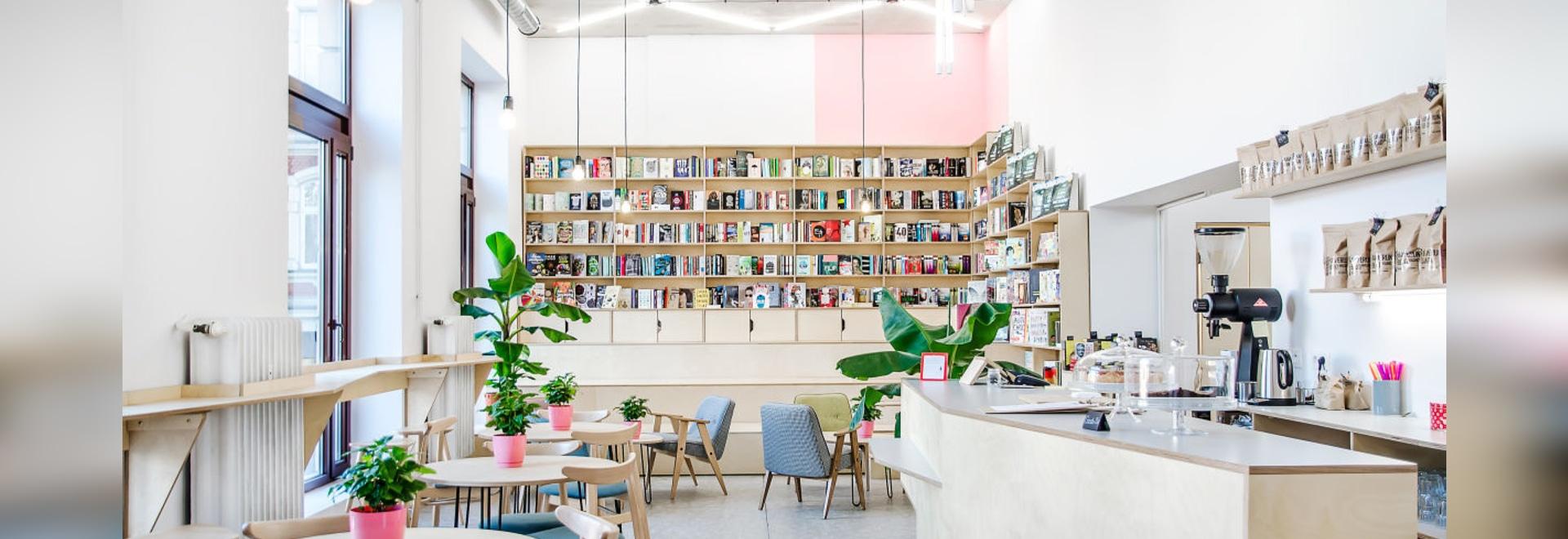 Ce café en Pologne est également une librairie