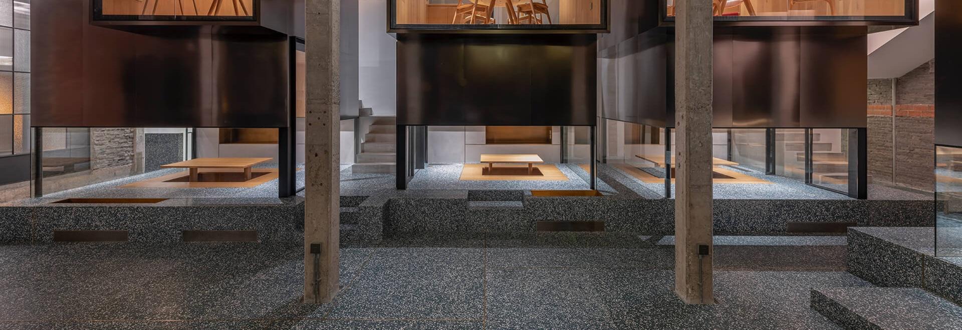 Ce salon de thé a été conçu avec les salles privées élevées