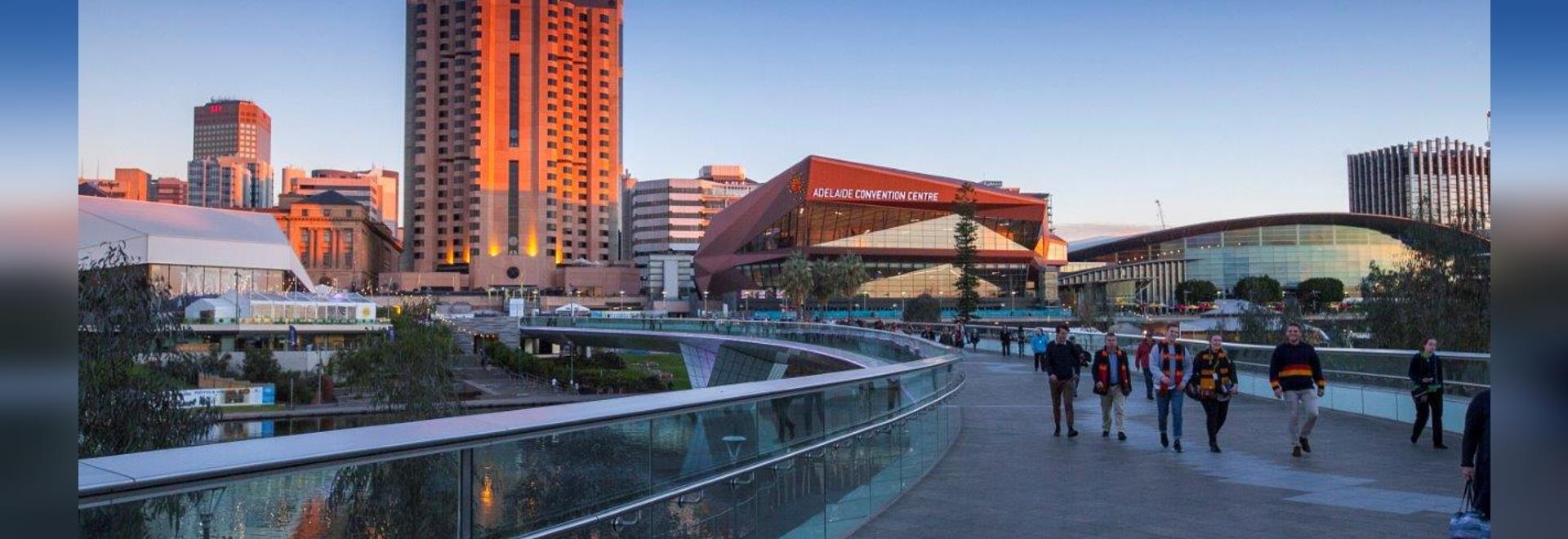 Centre de Convention d´Adélaide - elZinc Rainbow rouge