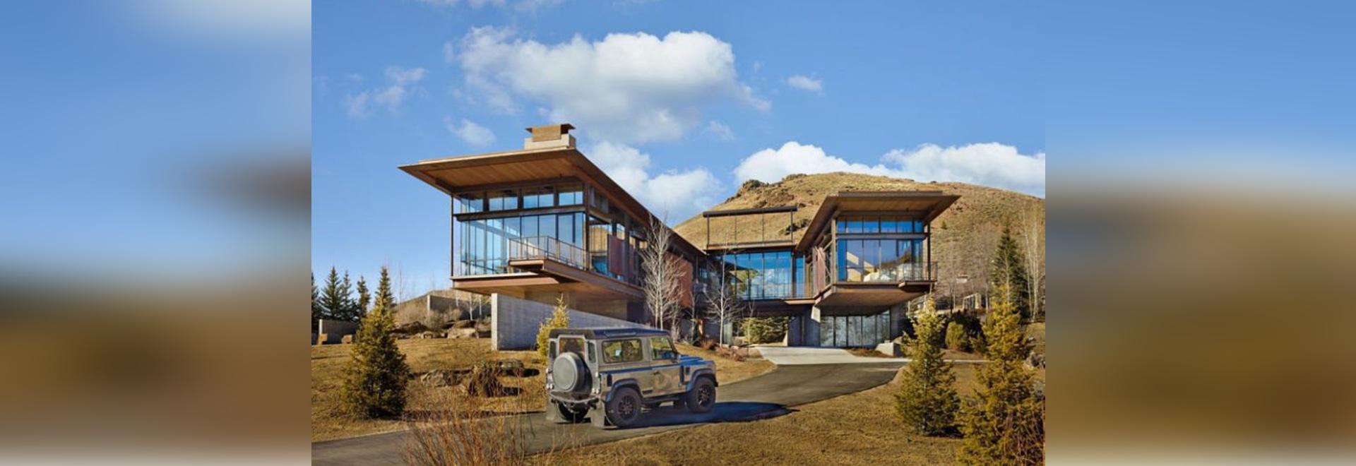Cette maison moderne de montagne est remplie de matériaux ...